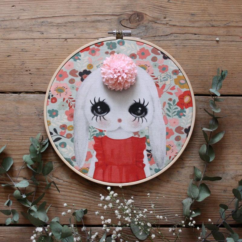 Prívesok retro Bunny s ružový kvet Dessin De