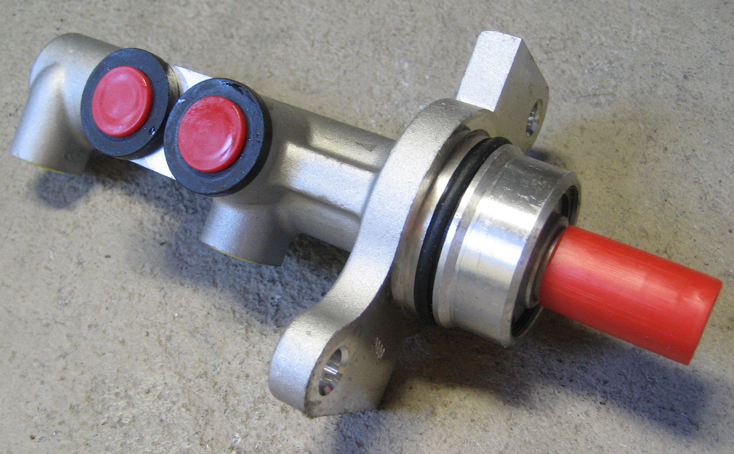 насос тормозной цилиндр bosch 0986480879 c2 c3 1007