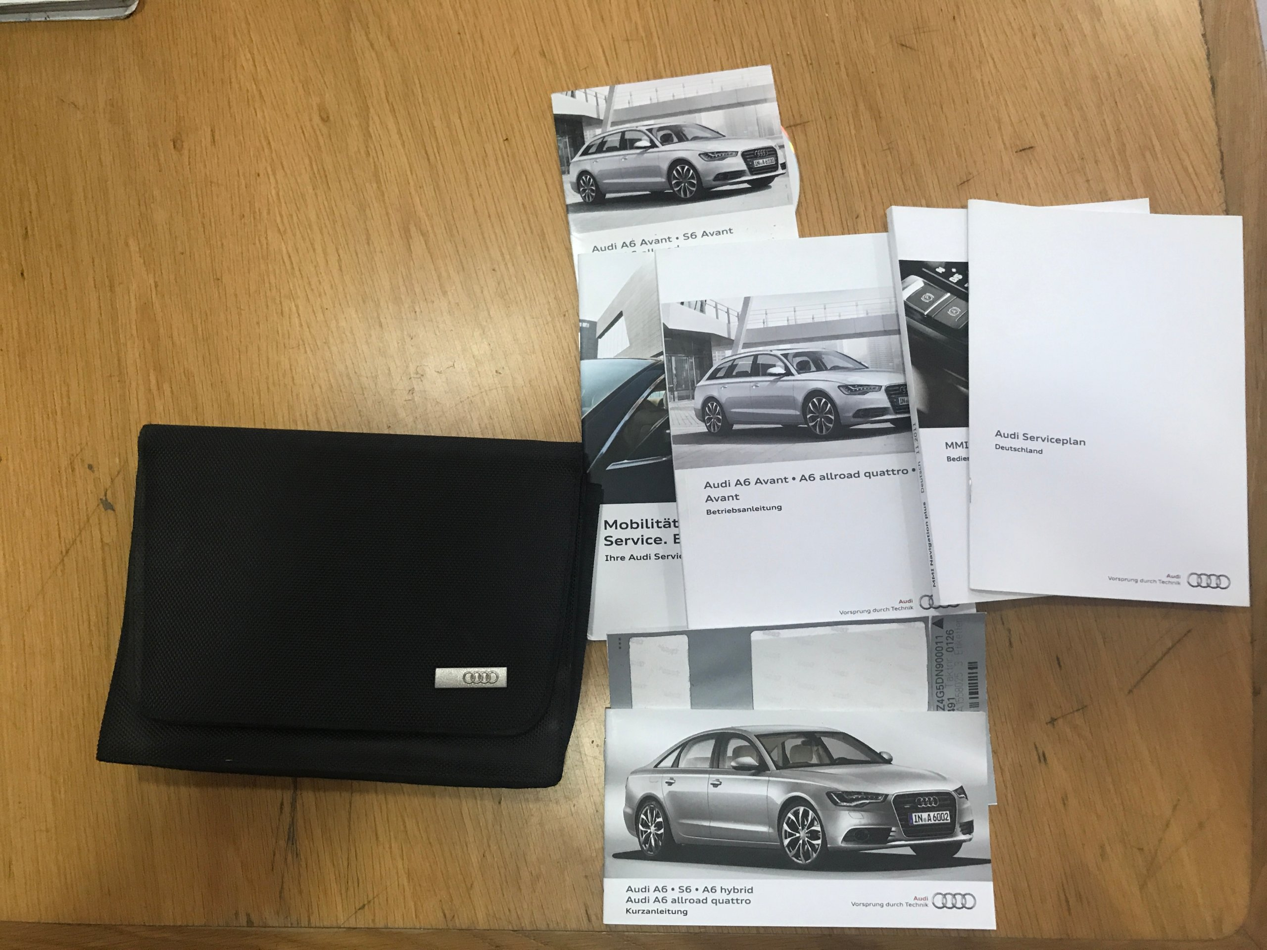 Picture of *Audi RS6 4G0 manual service book cases*