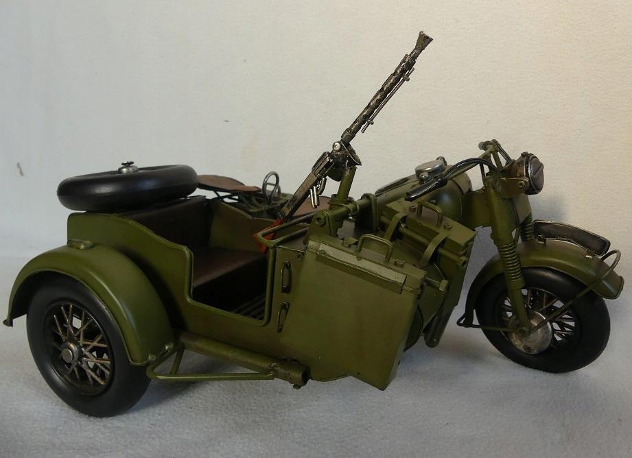 Vojenský MOTOR s košom RETRO pohyblivé kolesá vozidla