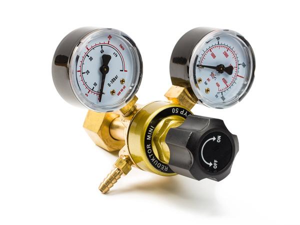 CO2 redukčný ventil s dva manometre + armatúry.