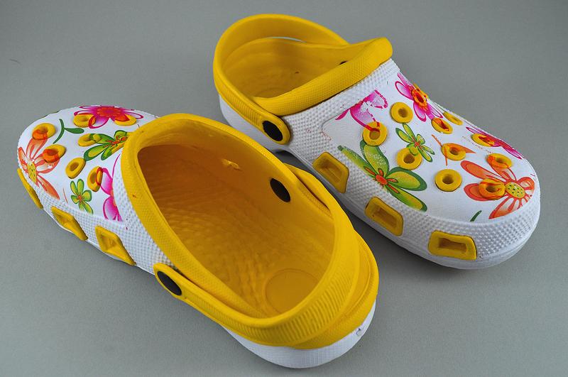 1dbee8dfb534d Klapki Ogrodowe KROKSY Piankowe Żółty-kwiatki R-37 - 7352480115 ...