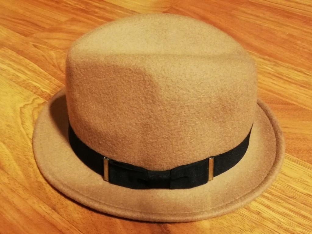 Karmelowy kapelusz C&A flauszowy beż