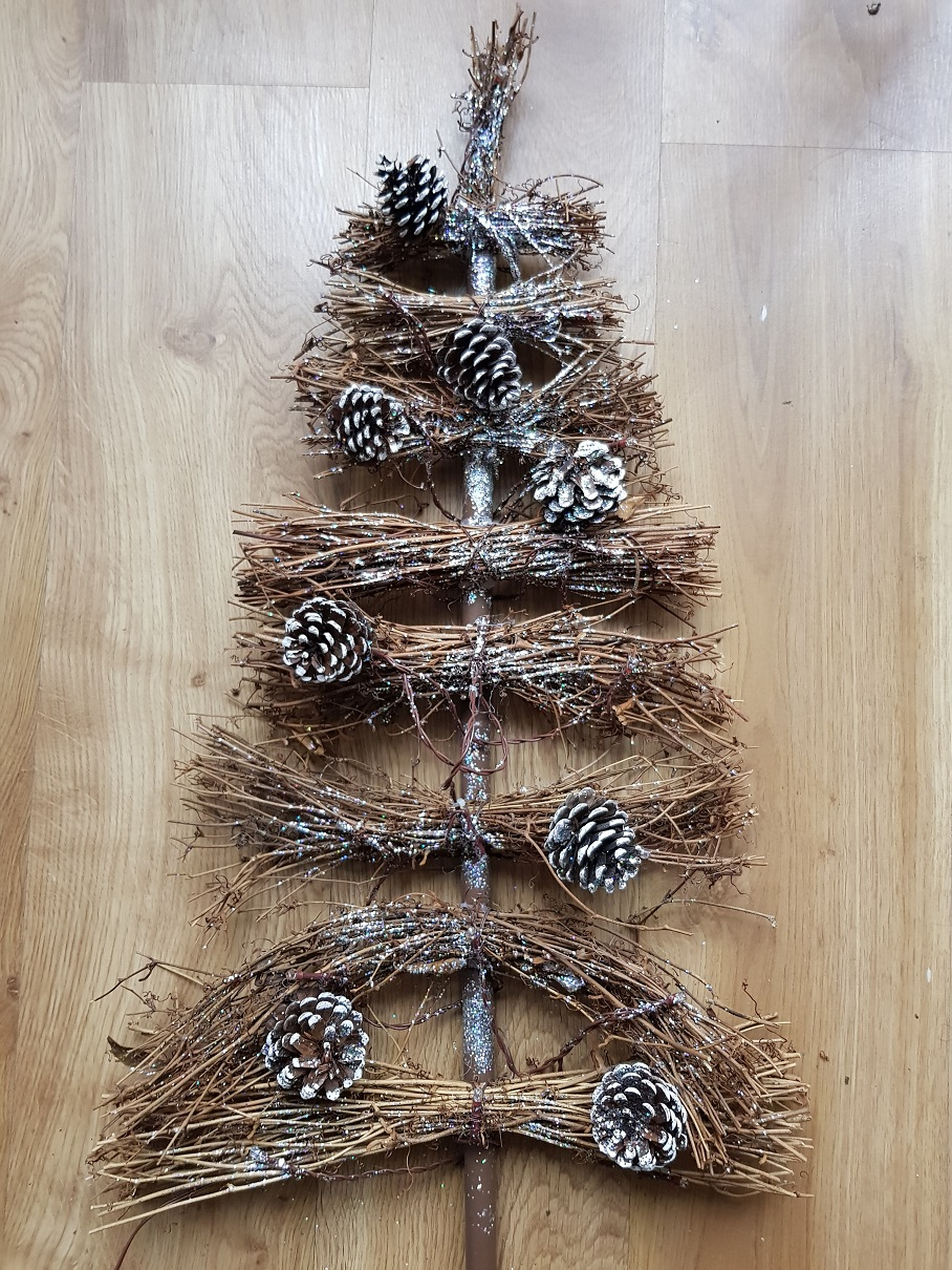 Choinka z ratanu ozdoba świąteczna szyszki brokat   7095593811