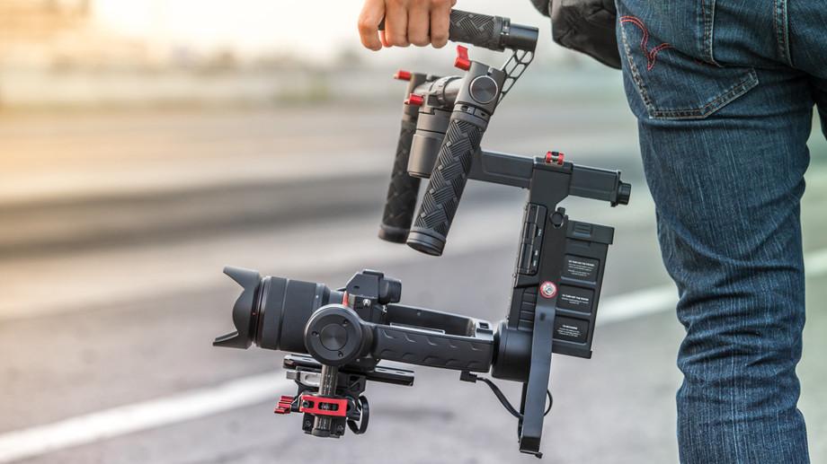 Gimbal, rig i steadycam – co musisz wiedzieć o urządzeniach do stabilizacji obrazu