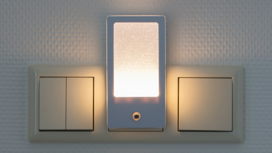 Lampki wtykowe LED do kontaktu. Gdzie mogą się przydać?