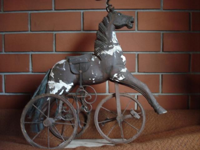 KOLEKCJA MUZEUM GALERIA rowery samochodziki medale