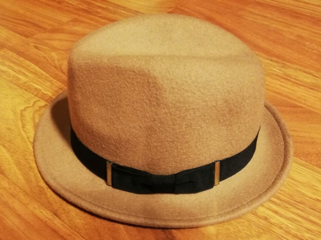 Karmelowy kapelusz C&A flauszowy beż retro