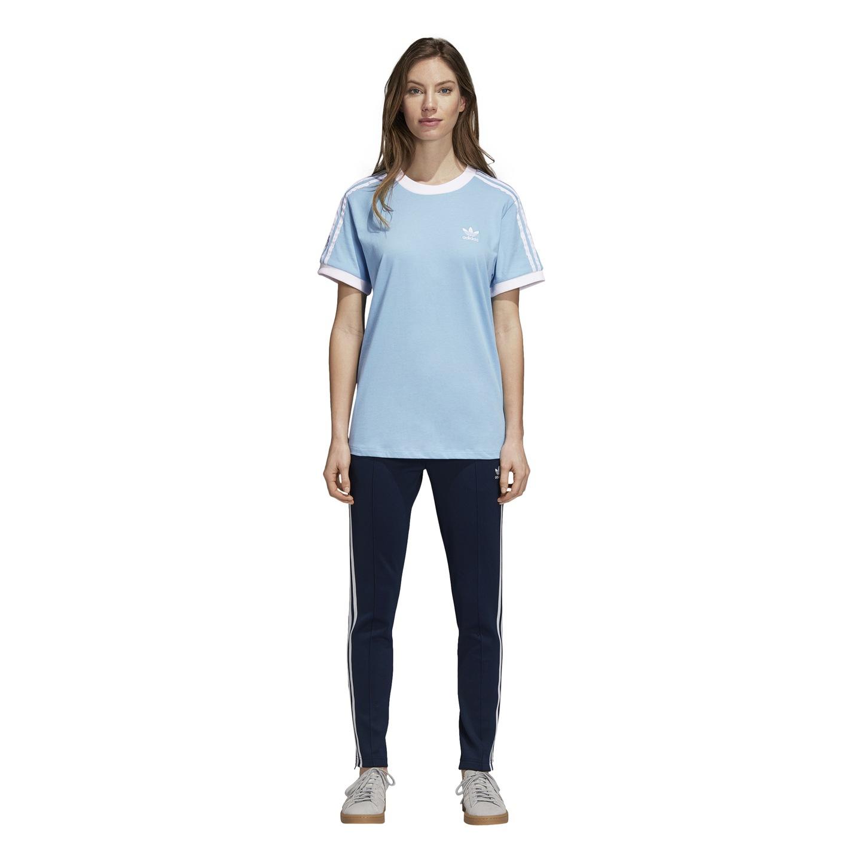 38c70ebcd Prosta, klasyczna, przestronna koszulka ma kontrastowe detale: 3 paski na  rękawach i małe logo Trefoil na piersi. Konstrukcja z dzianiny bawełnianej  jest ...