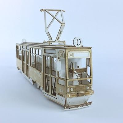 Model z tektury - Tramwaj Konstal 105N skala 1:43