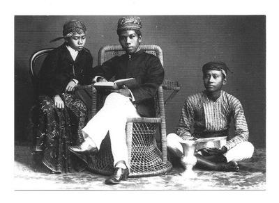 П / я.- Ученик с guwernerem и слуга, Индонезия, 1895