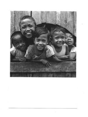 Pocztówka - Roześmiane indonezyjskie dzieci ...