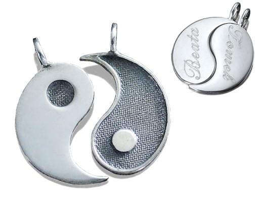 Srebrne yin yang z grawerem jak serce łamane